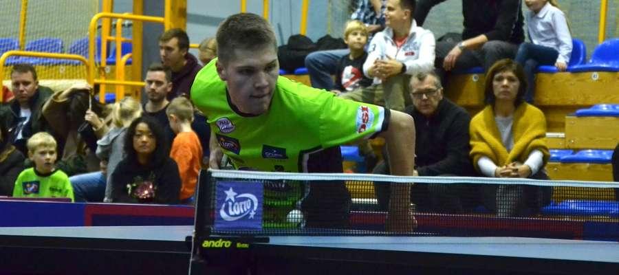 W pierwszym meczu w Toruniu Kacper Petaś przegrał 0:3 z z Francuzem Salifou