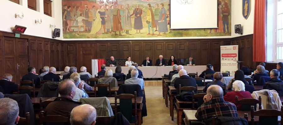 Debata w sali obrad Rady Miasta Olsztyna