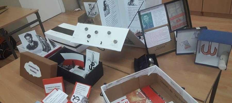 Uczniowie stworzyli pudełka z rekwizytami