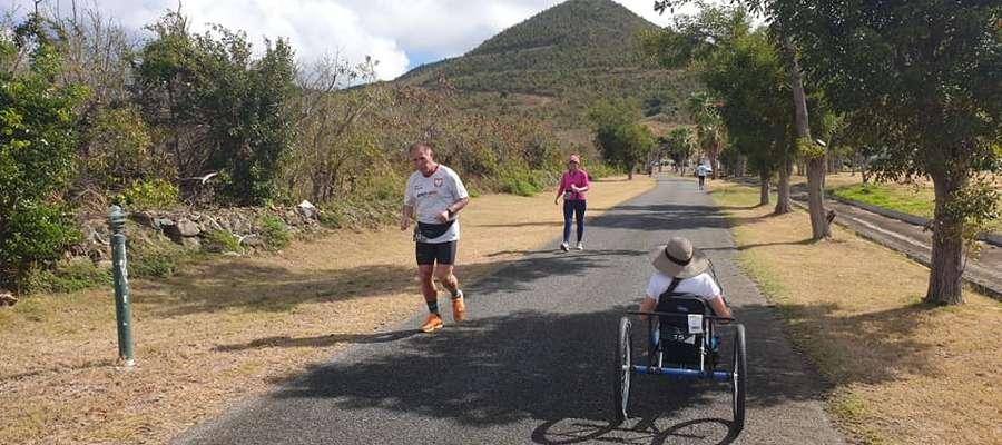 Zenon Liberna, bohater artykułu, na trasie jednego z maratonów