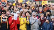 Spacer z wykrzyknikiem w Olsztynie na znak solidarności z nauczycielami [ZDJĘCIA, VIDEO]