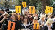 Nauczyciele z całego powiatu pikietowali w Bartoszycach. ZDJĘCIA