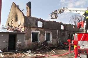 Stracili w ogniu dach nad głową. Rodzina potrzebuje pomocy