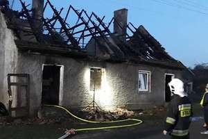 W zgliszczach spalonego domu znaleziono ciało