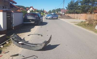 Wypadek pod Olsztynem. Kobieta i dziecko trafili do szpitala