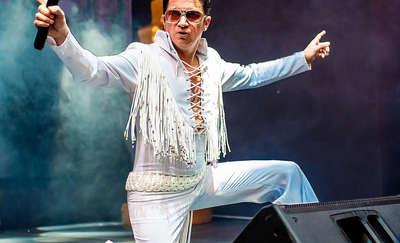 Presley znów śpiewa