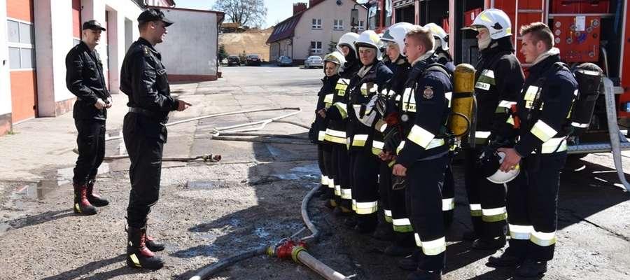 Pięćdziesięciu strażaków ochotników zdało egzaminy i może brać udział działaniach ratowniczo-gaśniczych
