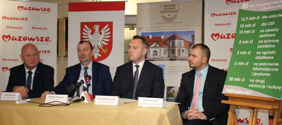 Przedstawiciele samorządu województwa na konferencji w Ciechanowie