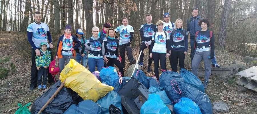 W sobotę 30 marca biegacze z grupy Iława Biega wraz z przyjaciółmi posprzątali las za os. Podleśne (okolice tzw. Kwasigrocha)