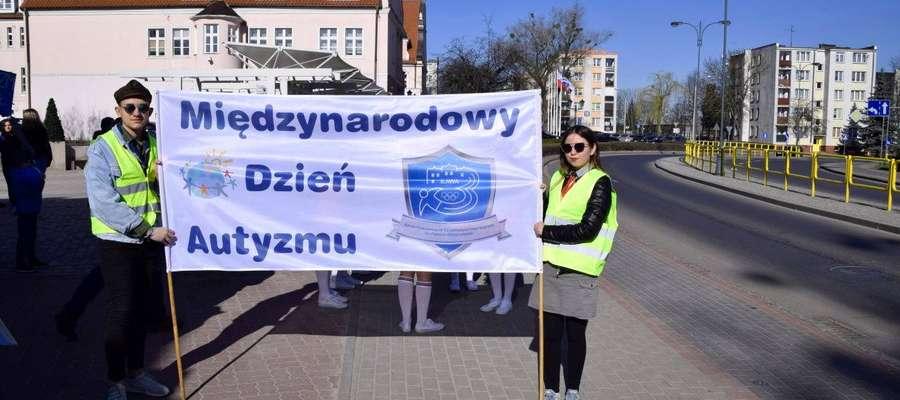 We wtorek 2 kwietnia w Iławie, w ramach Światowego Miesiąca Wiedzy na Temat Autyzmu, odbył się Niebieski Marsz