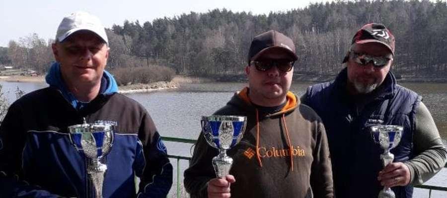 Najlepsza trójka zawodów o mistrzostwo Koła PZW Mława w wędkarstwie feederowym
