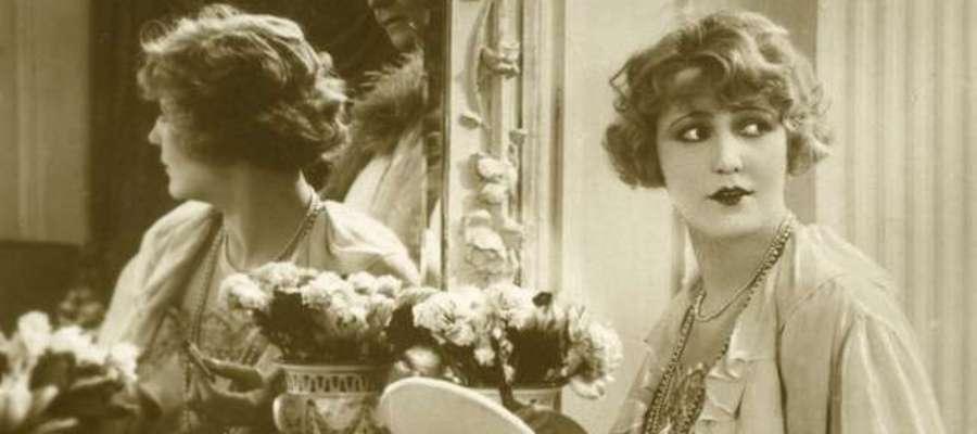 Aktorka przed toaletką, lata 30 XX wieku