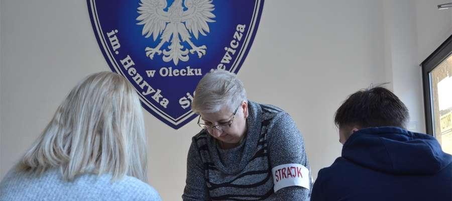 W Szkole Podstawowej nr 1 w Olecku do strajku przystąpiło 41 nauczycieli z 60 zatrudnionych