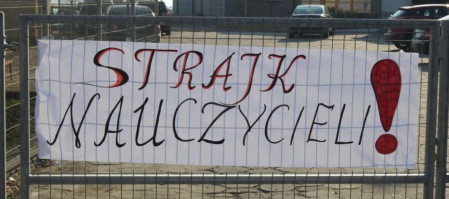 W szkole w Sątopach strajkuje 100% nauczycieli.