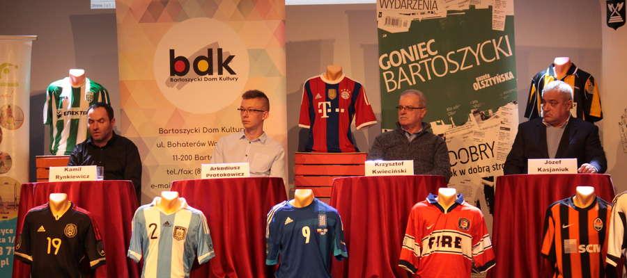 Uczestnicy finału IV Konkursu Wiedzy o Sporcie (od lewej): Kamil Rynkiewicz, Arkadiusz Protokowicz, Krzysztof Kwieciński i Józef Kasjaniuk