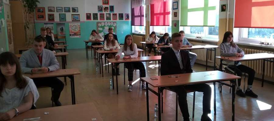 Uczniowie ósmych klas szkoły w Kiwitach