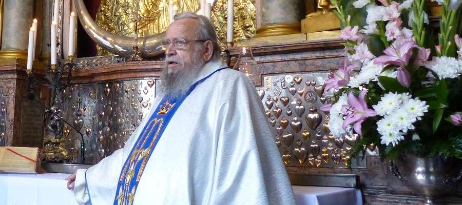 Ksiądz Edward Koperwas niemalże całą swoją posługę kapłańską pełnił w parafii p.w. Świętego Andrzeja Boboli w Świętajnie