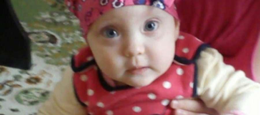 Lenka będąc maluchem przeszła ciężkie operacje