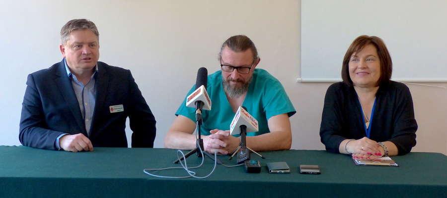 Mirosław Kulmaczewski( w środku) jest koordynatorem pododdziału chirurgii ręki w Szpitalu Miejskim im. św. Jana Pawła II w Elblągu