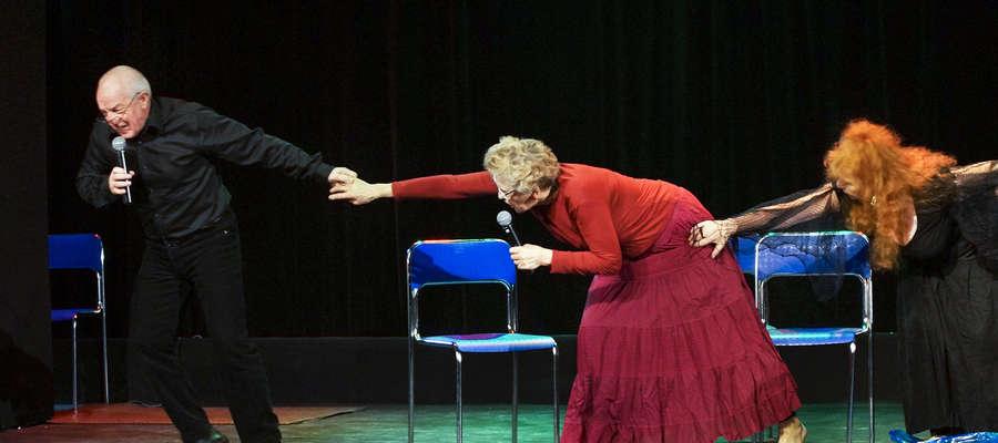 Aktorzy GUTW na scenie w Elblągu
