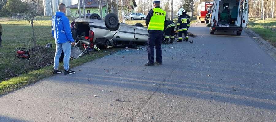 43-letni mieszkaniec gminy Świętajno w trakcie wyprzedzania stracił panowanie nad pojazdem i wjechał do rowu