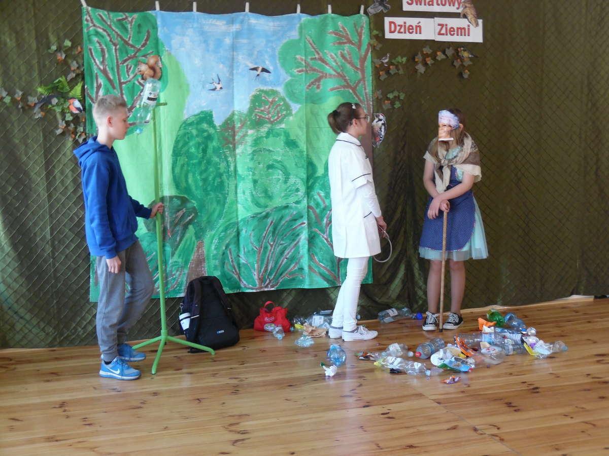 Podczas ekologicznego przedstawienia w szkole