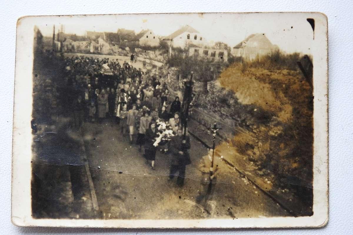 Zdjęcie z pogrzebu ks. Conrada Dautera w Bisztynku.