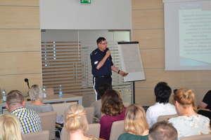 """Olsztyn: Uczyć, informować, zapobiegać – policjanci z Elbląga mówili nie tylko o """"dopalaczach"""" [Zdjęcia]"""