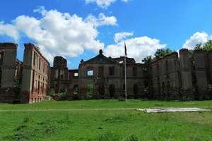 Pasjonaci historii na tropach napoleońskiej armii w pałacu w Kamieńcu