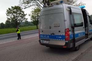 """Dziś więcej kontroli na drogach. Policjanci prowadzą akcję """"Kaskadowy pomiar prędkości"""""""
