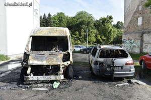 Jeden pożar, dwa auta zniszczone [ZDJĘCIA]