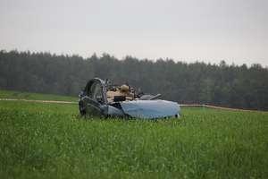 Mitsubishi uderzyło w drzewo. Na miejscu zginęło dwóch mężczyzn, dwóch jest rannych [ZDJĘCIA]