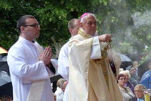 Jest petycja w sprawie pozbawienia biskupa Suskiego honorowego obywatelstwa