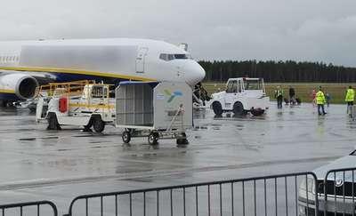 Interwencja na pokładzie samolotu i pozostawiony na lotnisku bagaż