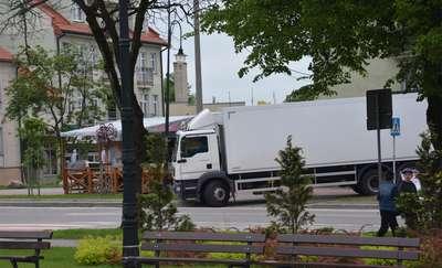 Kierowca ciężarówki ukarany za wjechanie na chodnik