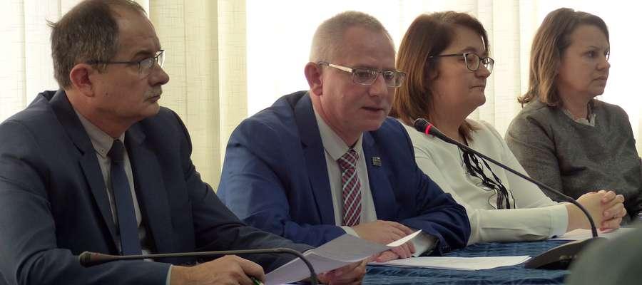 Dla burmistrza Macieja Radtke, który jest doświadczonym samorządowcem, będzie to pierwsza sesja, na której będzie się ubiegać o wotum zaufania