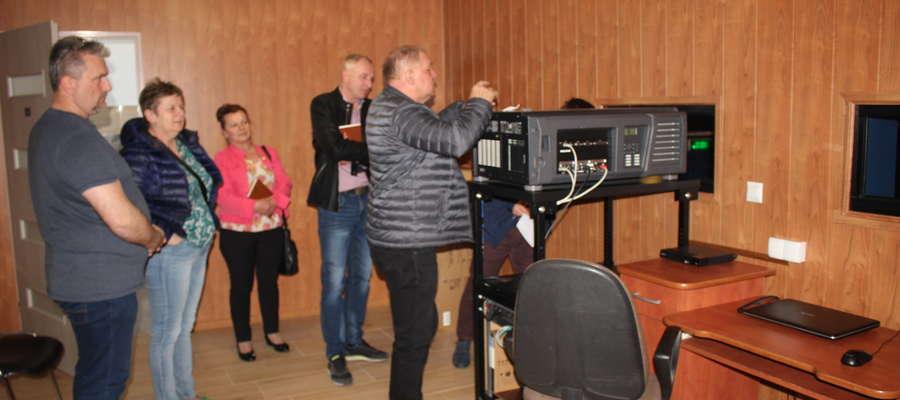 Dyrektor oprowadził członków komisji po ŻCK