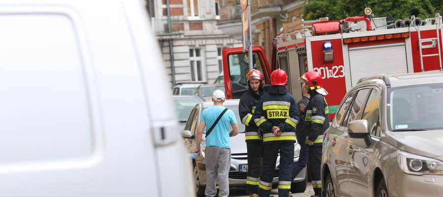 17-latek wyskoczył z okna jednego z mieszkań w Olsztynie [ZDJĘCIA]