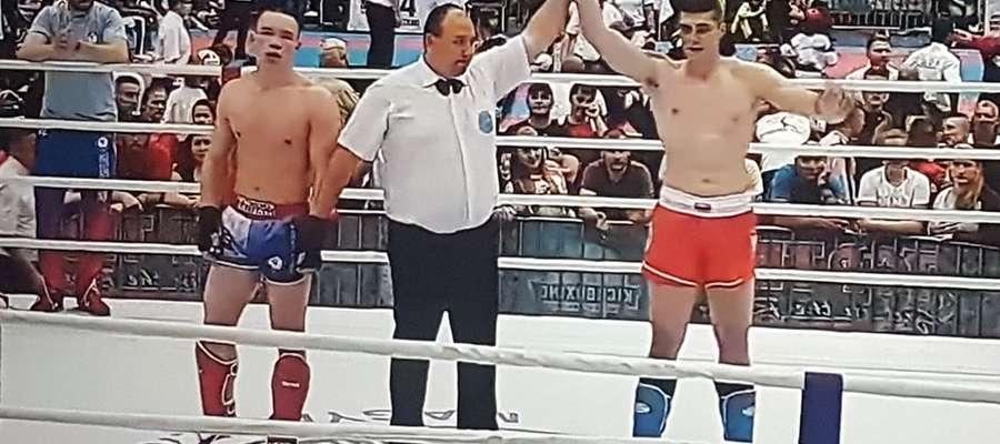 Michał JKuźniak (z prawej) podczas tegorocznego Pucharu Świata w kickboxingu, który odbył się na Węgrzech