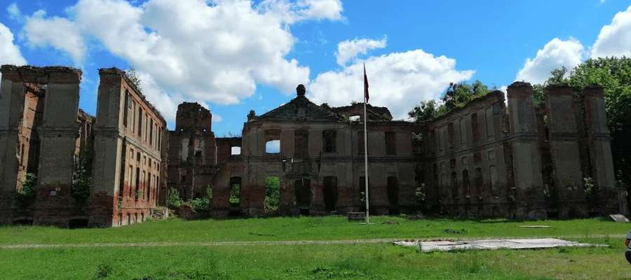 Pałac w Kamieńcu został kompletnie zniszczonym w styczniu 1945 roku