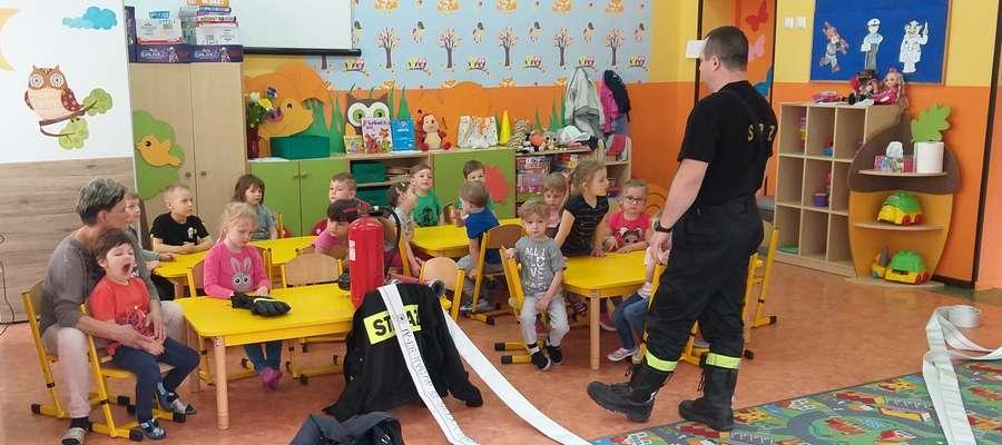 Strażak gościł u przedszkolaków w SP 2