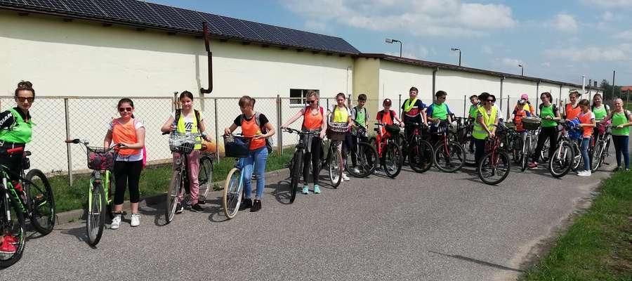 Na rowerową wyprawę wyruszyli uczniowie klas piątych i szóstych