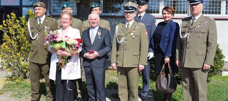 Małgorzata i Mieczysław Bednarzowie z rodziną