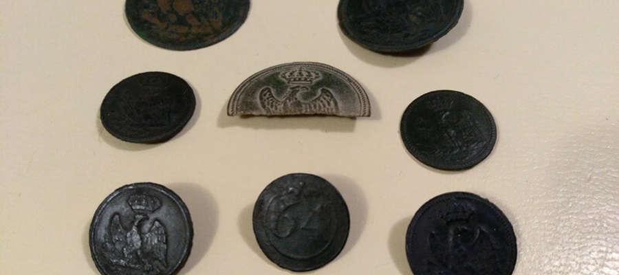 Guziki z cesarskim orłem odnalezione przez członków stowarzyszenia Galea