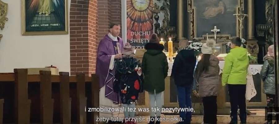 Ksiądz Dariusz Olejniczak mimo obowiązującego zakazu sądu odprawiał rekolekcje