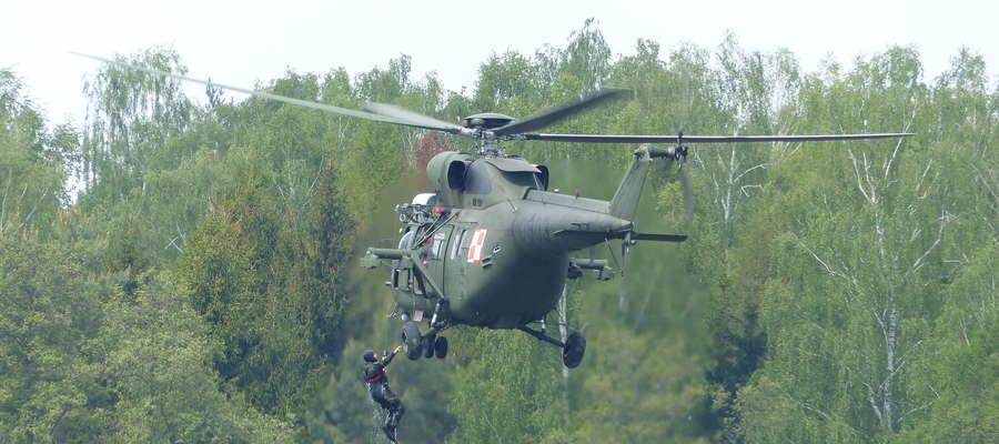 Podejmowanie żołnierzy po wcześniejszym desancie do wód Jezioraka - to nowość w Lotniczej Majówce w Iławie