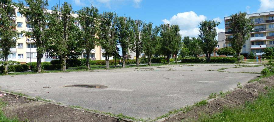 Przez lata asfaltowe boisko było centrum życia osiedla Podleśne. Nie tylko tego sportowego, choć to właśnie tu piłkarskiego abecadła uczyło się wielu bardzo dobrych później zawodników