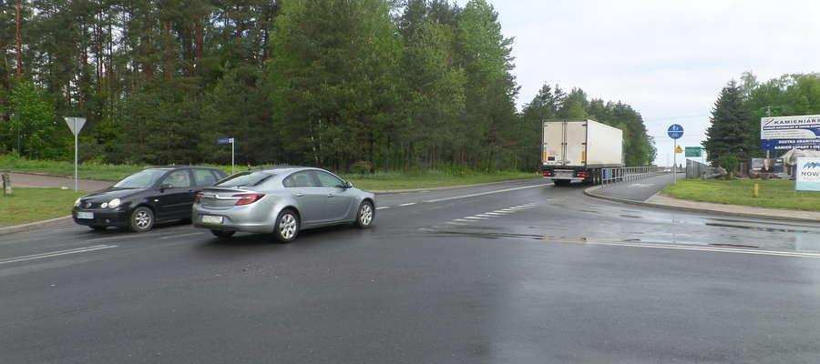 Rondo ma usprawnić ruch na skrzyżowaniu drogi 51 z drogami lokalnymi: na Kieźliny i do osiedla za Wadągiem.
