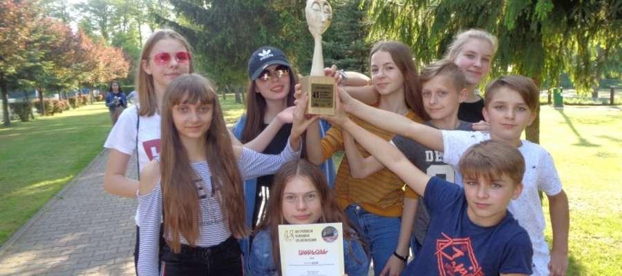 Młodzi  aktorzy z Samborowa z nagrodą