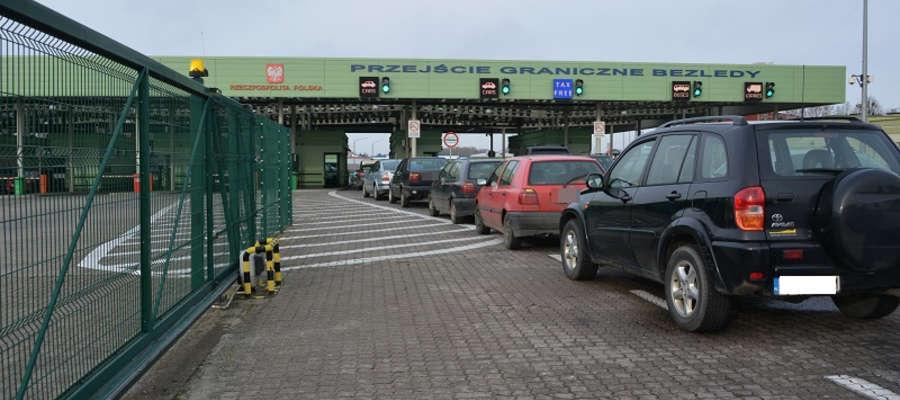 Obecnie działają cztery przejścia  drogowe między Polską a obwodem kaliningradzkim, w tym jedno w Bezledach